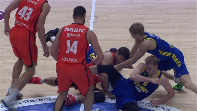 Bundle! Pile-up in Eurocup basketball leaves player injured