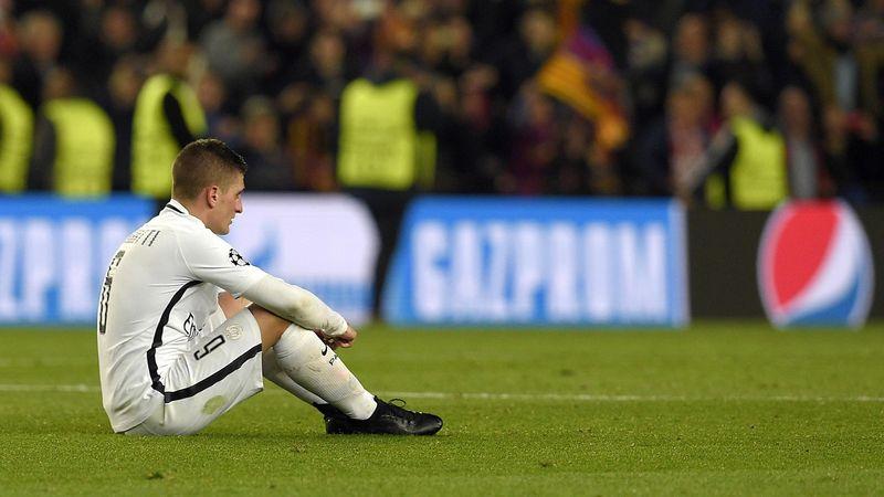 Marco Verratti perdu sur la pelouse du Camp Nou