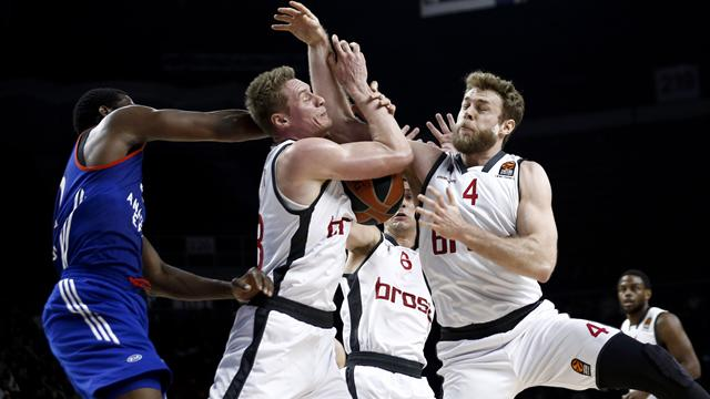 Anadolu Efes play-off'u ateşe attı