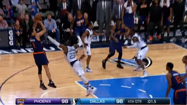 La giocata della notte NBA: Devin Booker batte la sirena e i Dallas Mavericks