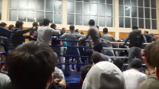 Бой по смешанным единоборствам в Дагестане завершился массовой дракой с участием зрителей