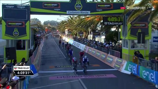 Volatona di Fernando Gaviria: batte Sagan e vince la 6a tappa della Tirreno-Adriatico