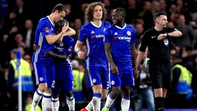 Chelsea se deplasează la Stoke pentru a-și menține avansul în frunte. Programul transmisiunilor TV.