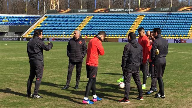 Mourinho zemini eleştirdi, saha kapandı