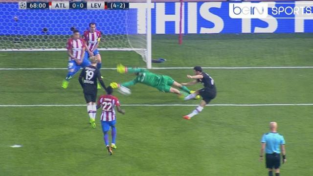 La triple parada de Oblak que asombró a Europa... y a Casillas