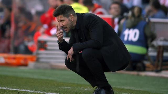 Simeone se impone a Sampaoli en el duelo de pizarras argentinas