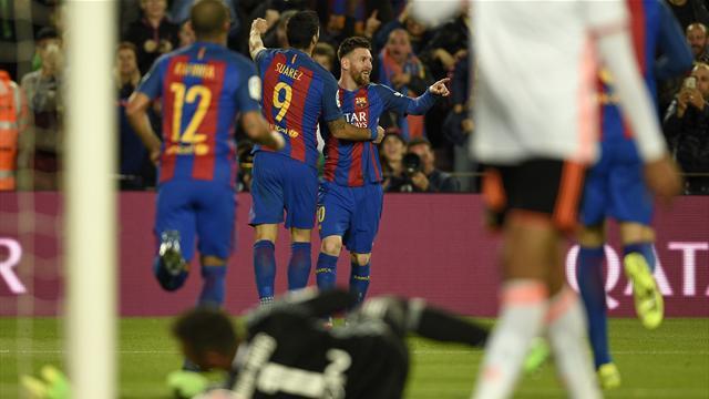 El Barcelona remonta al Valencia y sigue la estela del Real Madrid (4-2)