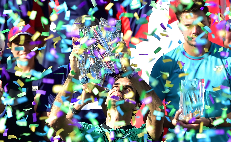 Roger Federer, après sa victoire en finale du Masters 1000 d'Indian Wells, face à Stanislas Wawrinka.