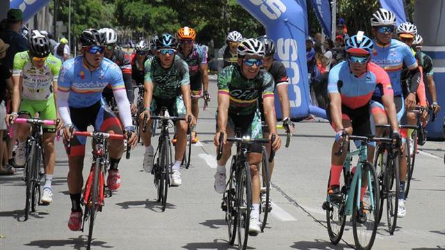 Miles de ciclistas cruzan el istmo de Panamá entre campeones y celebridades