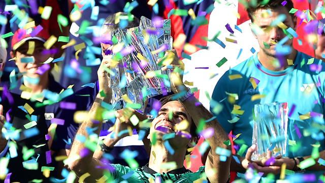 Federer besiegt Wawrinka und wird ältester Masters-Sieger