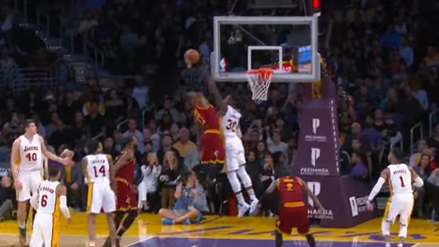 """La giocata della notte: LeBron James ricorda a tutti perché lo chiamano """"Re"""""""