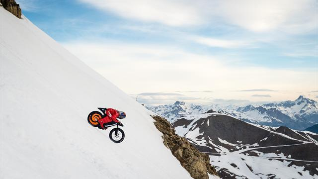 Il nuovo record di Eric Barone: a 227 km/h sulla neve