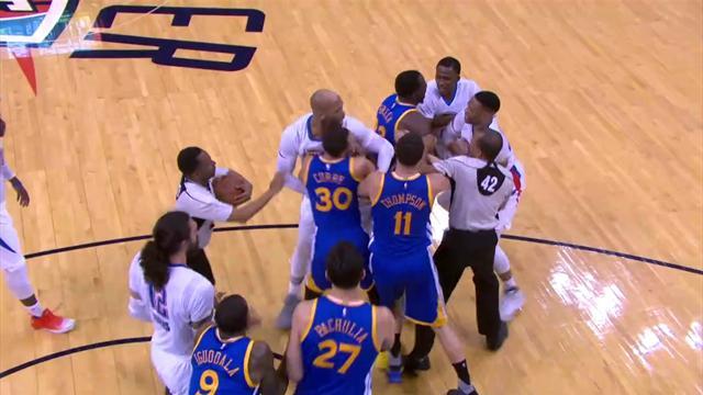 Curry s'embrouille avec un adversaire avant... de claquer un trois points énorme