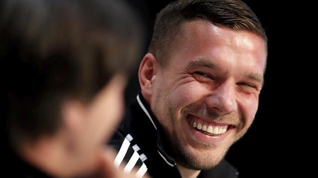 """Podolski da las gracias ante el """"emocionante momento"""" del adiós a la selección"""