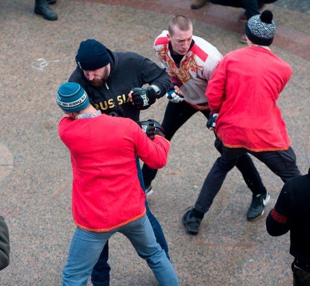 Английские СМИ выдали кулачные бои наМасленицу затренировки русских фанатов