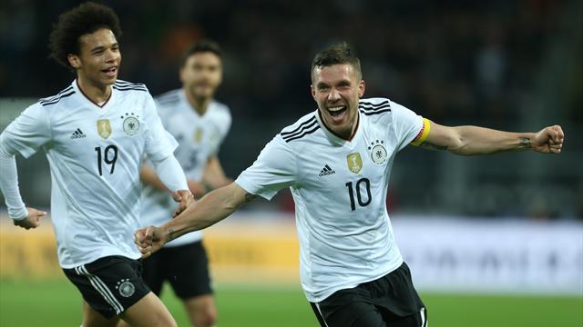 Podolski saluta col gol: la sua firma stende l'Inghilterra, 1-0 Germania