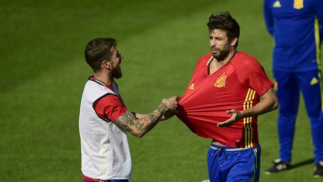 Piqué e Sergio Ramos, il duello che infiamma il Clasico