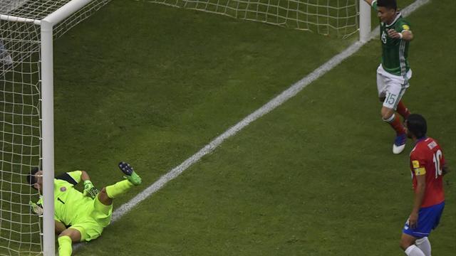 México-Costa Rica: Keylor Navas no despeja las dudas (2-0)