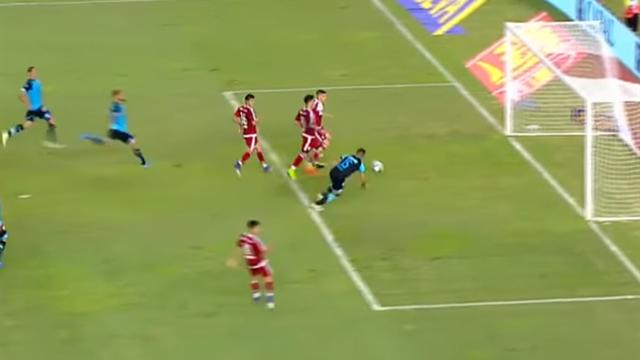 Игрок Ривер Плейта не смог отправить мяч впустые ворота