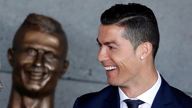 """Busto di Ronaldo, lo scultore si difende: """"Anche Gesù non piaceva a tutti"""""""