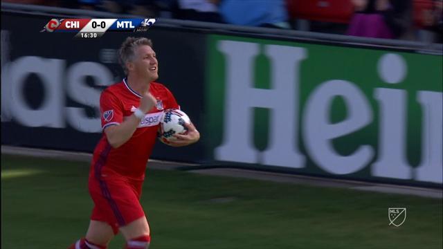 Schweinsteiger golle başladı