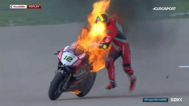 Superbike: Las impactantes imágenes de la moto en llamas de Xavi Forés