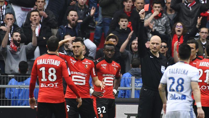 Ramy Bensebaini expulsé lors de Rennes-Lyon