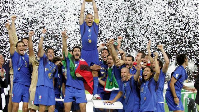 Il podio dei Mondiali 2006? Finito nella spazzatura... Ora prova ad acquistarlo Materazzi
