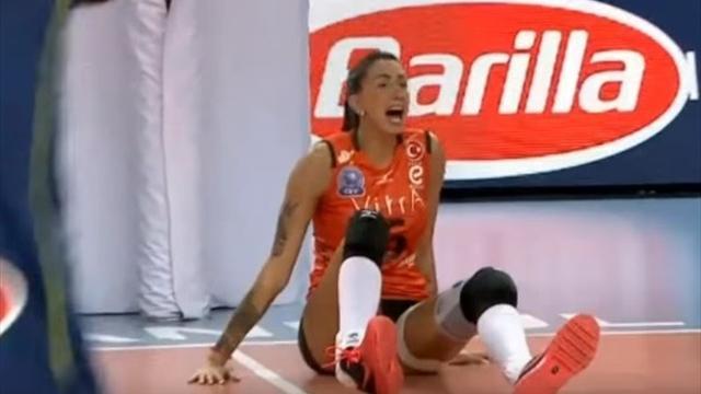 Одна изсамых половых волейболисток мира получила ужасную травму