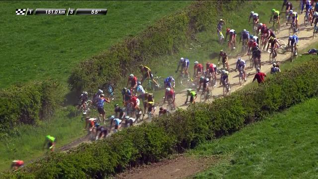 Masiva caída en la París-Roubaix