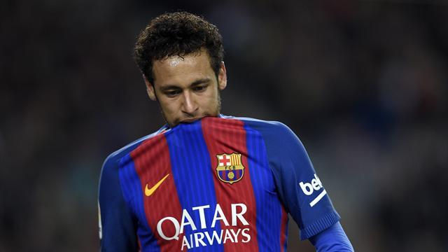 Neymar est-il meilleur technicien que ses amis pour faire un ping-pong avec un ballon ?