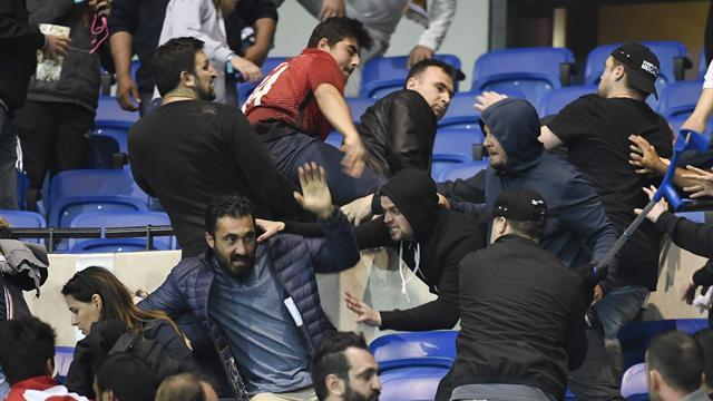 Lyon et Besiktas punis par l'UEFA : une exclusion des Coupes d'Europe à la prochaine incartade