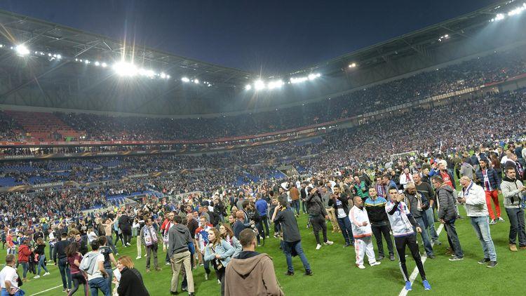 Le Parc OL envahi avant la rencontre entre Lyon et le Besiktas en Ligue Europa.