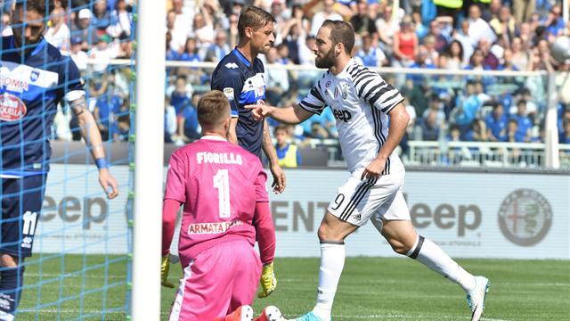 La Juventus gana al Pescara con doblete de Higuaín, pero con posible lesión de tobillo de Dybala