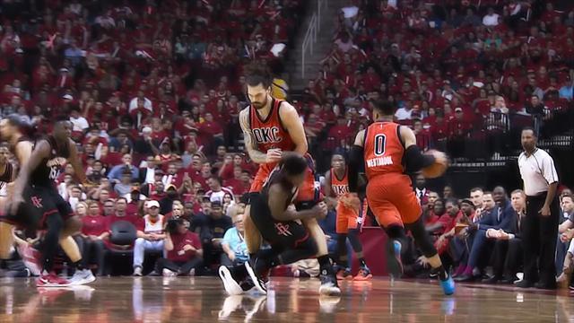 «Хьюстон» разгромил «Оклахому» впервом матче стартового раунда плей-офф НБА