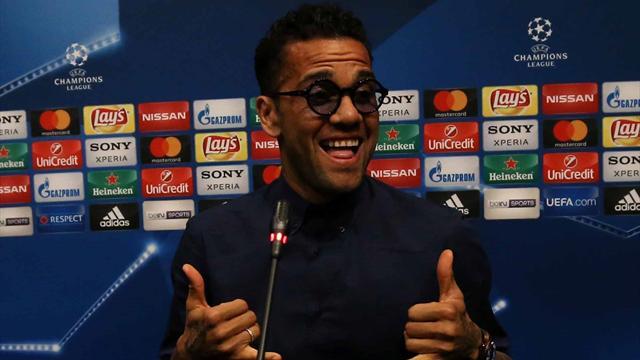 Alves règle gentiment ses comptes avec le Barça... et la presse catalane
