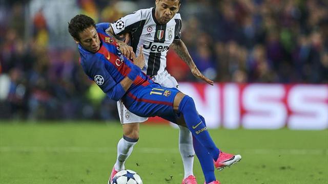 El Camp Nou recibe a Dani Alves con cierta indiferencia