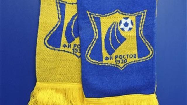 Полиция чуть не задержала фанатов «Ростова» на Красной площади из-за желто-синего шарфа