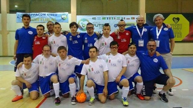 Mondiali di calcio a 5 per ragazzi con sindrome di down: Italia campione, negli spogliatoi è festa!