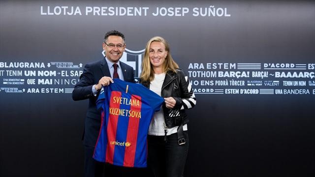 Кузнецова стала почетным гостем президентского вечера «Барселоны» и получила футболку от Бартомеу