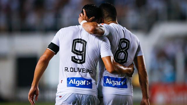 В Кубке Либертадорес диктор ошибочно объявил минуту молчания в память об игроке, который был на поле