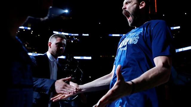 "LeBron vuelve a ser ""King"" James; Grizzlies vencen a Spurs; Bucks a Raptors"