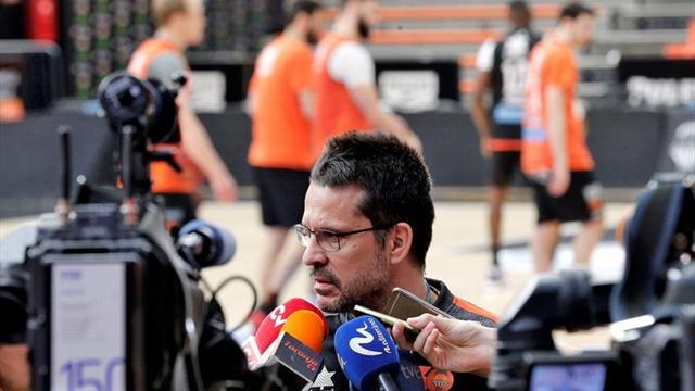 El Valencia busca un triunfo en la pista del Betis para presionar al Madrid