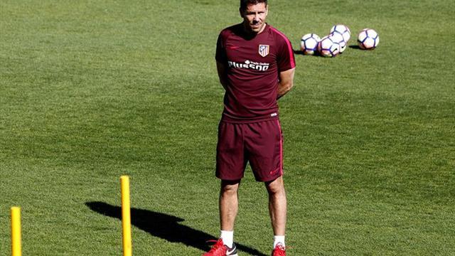 Un dudoso movimiento durante el sorteo de la Champions League genera polémica