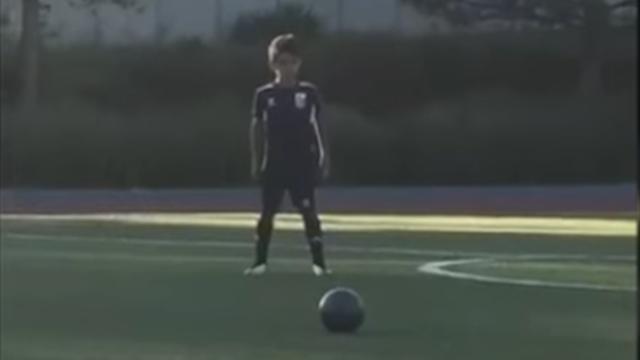 Сын Криштиану Роналду забил гол соштрафного встиле отца