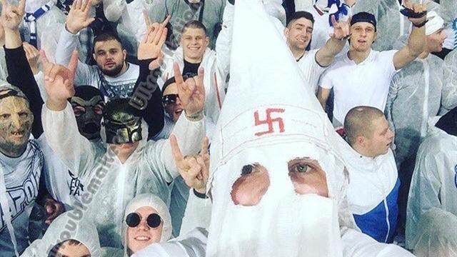 Мантия ку-клукс-клана со свастикой и майка с Гитлером. Фанаты на матче «Динамо» – «Шахтер»