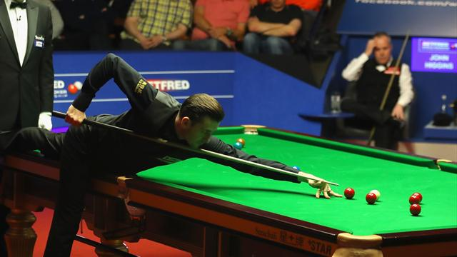 Mark Selby stuns John Higgins to lead by two going into final session