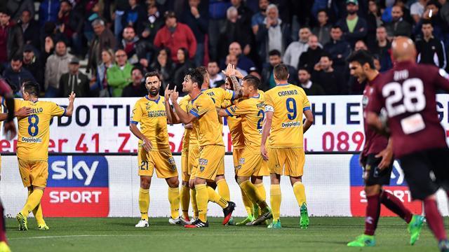 Il Frosinone sbanca l'Arechi e risponde al Verona: 3-1 alla Salernitana