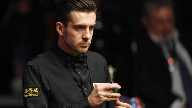 Selby coasts past Robertson to reach World Grand Prix last eight