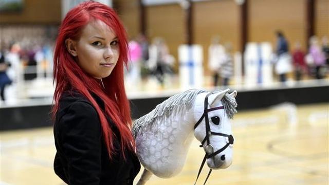 Hobby horsing, uno sport tanto assurdo quanto interessante